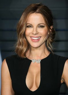Lovely Kate Beckinsale in a cleavage baring little black dress Hottest Female Celebrities, Beautiful Celebrities, Beautiful Actresses, Most Beautiful Women, Celebs, Female Actresses, Hot Actresses, Lysandre Nadeau, Kate Beckinsale Hot