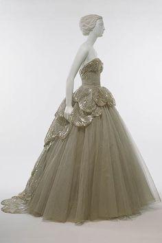 Google Image Result for http://dressindresses.com/wp-content/uploads/2009/12/Christian-Dior-Venus-dress-1949-chs1.jpg
