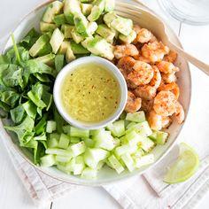 Ein Garnelen-Salat, wie du ihn sonst nur in Japan bekommst. Was ihn so besonders macht? Sein herrliches cremiges Miso-Dressing. Jetzt bei dir zu Hause.