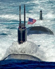 """coffeenuts: """"lahoriblefollia:Los Angeles-class attack submarine USS Tuscon """" Military Personnel, Military Weapons, Us Navy Submarines, Nuclear Submarine, Go Navy, Us Navy Ships, Navy Military, Military Ribbons, Military Force"""