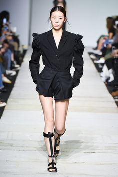 SFW : Seoul Fashion Week YCH SS19 Korean Brands, Vogue Russia, College Outfits, Contemporary Fashion, New Trends, Fashion Show, Seoul Fashion, Trendy Outfits, Ready To Wear