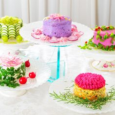 the salad cake. It's a cake, but it's salad, from a cafe in Japan. Cakes To Make, How To Make Cake, Savoury Slice, Salad Cake, Vegetable Cake, Vegetable Salad, Veggie Cakes, Food Artists, Eating Vegetables