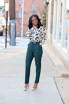 This portfolio of spring work outfits ideas can offer inspiration to any woman, whether she works in an all-business or really casual office. #womenclothingoutfits