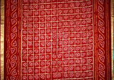 Bandhani or Bandhej Sarees. This one, from Rajasthani / Chunri Print Saree Bandhani Saree, Silk Sarees, Saris, Rajasthani Bride, Indian Textiles, Printed Sarees, White Bridal, Saree Styles, Saree Wedding