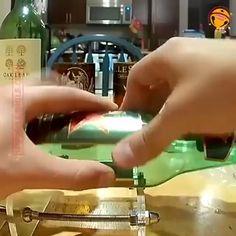 Diy Bottle, Wine Bottle Crafts, Jar Crafts, Bottle Art, Cutting Glass Bottles, Old Glass Bottles, Bottle Cutter, Glass Cutter, Bottle House
