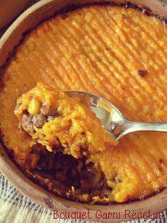 Pastel del pastor/Pastel de papa en versión vegetariana con lentejas y cubierta de puré de calabaza y queso// Shepherd's Pie with lentils, mushrooms, corn and creamy mashed pumpkin by Bouquet Garni Recetas