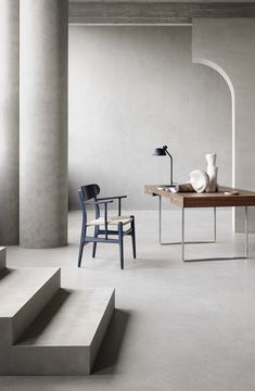 Workspace Desk, Desks, Iconic Dresses, Nordic Design, Wishbone Chair, Danish Design, Chair Design, Icon Design, Dining Table