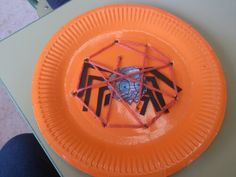 Araña tejiendo su telar