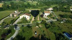 Faire montgolfière en Ardèche Saint Sylvestre, Rhone, Blog Voyage, Loire, Golf Courses, Mansions, House Styles, Caillou, Arch Bridge