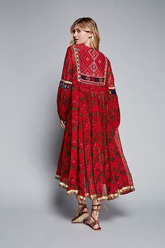 Looks good but perhaps the neckline can be smaller/shorter Boho Outfits, Indian Outfits, Fashion Outfits, Abaya Fashion, Boho Fashion, Fashion Design, Casual Dresses, Girls Dresses, Summer Dresses