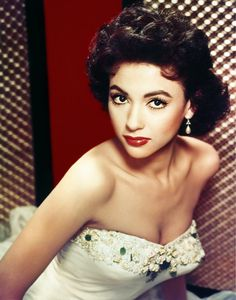 Rita Moreno the beautiful Puerto Rican bombshell from West Side Story. Old Hollywood Glamour, Vintage Glamour, Vintage Hollywood, Hollywood Stars, Classic Hollywood, Hollywood Jewelry, Vintage Romance, Vintage Soul, Rita Moreno