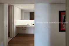 apartment in chopin arthur casas Studio Arthur Casas, Sliding Doors, Bathroom Lighting, Mirror, Interior, Furniture, Home Decor, Architects, Bathroom Light Fittings