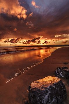 haven't seen such a brown sunset! amazing nature always surprises you Beautiful Sunset, Beautiful World, Beautiful Places, Beautiful Beautiful, Amazing Sunsets, Amazing Nature, Pretty Pictures, Cool Photos, Saint Sylvestre