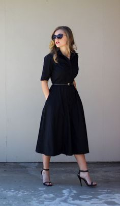 Модное черное платье рубашка - фото новинки сезона