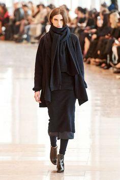 Christophe Lemaire at Paris Fashion Week Fall 2014 - Runway Photos Christophe Lemaire, London Fashion Weeks, Boho Fashion, Fashion Show, Fashion Design, Paris Fashion, Black Wardrobe, Style Noir, Mode Boho