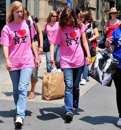 Let's face it: New Yorkers don't walk around the city wearing a t-shirt that proclaims how much they love where they live. Well, maybe one passionate individual might do so -- but not a pink t-shirt, for goodness sake! And here we have two such peopl Result Proven - 1st US Government Patented Forex Robot. Cool images from Flicker, Google Images, Getty Images and other sites