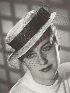 Chapeau créé par les soeurs Eneley, vers 1935