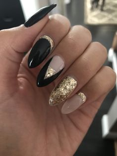 Black and gold coffin nails black almond nails, almond gel nails, almond nails designs Almond Gel Nails, Almond Nails Designs, Almond Shape Nails, Black Almond Nails, Nail Designs 2017, Black Nail Designs, Cute Nail Designs, Art Designs, Design Ideas