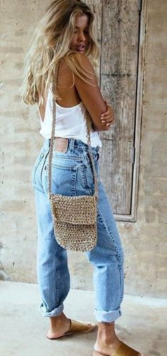 Take a look at the best what to wear with baggy jeans in the photos below and get ideas for your outfits! Laid back outfit Image source Looks Style, Style Me, Boho Chic Style, Boho Beach Style, Bohemian Summer, Bohemian Look, Hippie Bohemian, Hippie Style, Girl Style