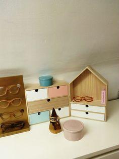 Pour les #bijoux et petits #accessoires, happyy utilise les petits #rangements à #tiroirs #babou (10€ et 15€)