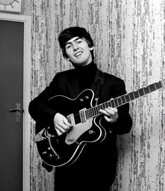 Find images and videos about guitar, the beatles and beatles on We Heart It - the app to get lost in what you love. Foto Beatles, Beatles Photos, The Beatles, George Harrison, John Lennon, Great Bands, Cool Bands, Beverly Hills, The Fab Four