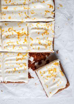 Saftig morotskaka i långpanna Baking Recipes, Cake Recipes, Dessert Recipes, Desserts, Dessert Drinks, Dessert Bars, Swedish Recipes, Sweet Recipes, Kolaci I Torte