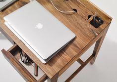 Theo licht desk ..... das kleine intelligente Homeoffice. In dem Geheimfach können sie den Trafo von Laptop, oder andere elektrische Aschlüße verstecken. Die Stiftebox ist ein nettes Accessoire. Handwerklich perfekt, schlicht im Auftritt.