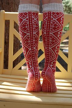 Pencilinthepines' knitted Norwegian socks, via Ravelry. Fair Isle Knitting, Knitting Socks, Hand Knitting, Knitting Patterns, Crochet Patterns, Ravelry, Motif Fair Isle, Norwegian Knitting, Lady Stockings