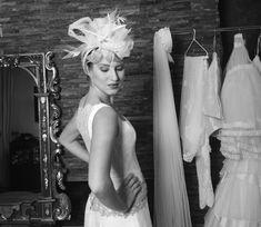 Tocados que se ajustan a un vestido de alta gama como éste.  #NotreAtelier #Atelier #Altacostura #Invitadas #Novias #Madrinas #Bautizos #Comuniones #Ceremonias #Diseños #Amedida #Personalizados #Vestidos #Tocados #Zapatos #Fiesta #Party