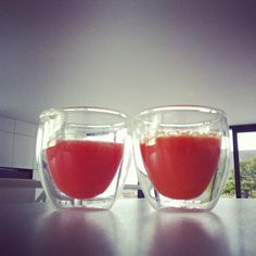 Instagram media by dejeanzelf - Fresh carrot & tomatojuice experiment.