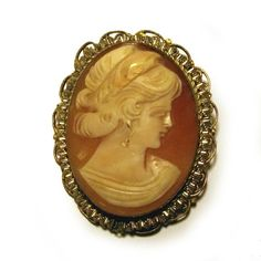 Vintage 1920s Art Deco Genuine Cameo Brooch Hand Carved Conch Shell in Ornate Gold Setting