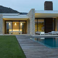 House in Monasterios by Ramon Esteve Modern Architecture House, Architecture Design, Modern Villa Design, House On The Rock, Modern Landscaping, Facade House, Pool Houses, Future House, House Styles