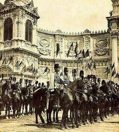 Ottoman Cavalry at Dolmabahçe Palace, Istanbul, 1912 Pictures Of Turkeys, Old Pictures, Old Photos, Turkish Military, Turkish Army, Turkey Resorts, Turkey Culture, Istanbul Pictures, Latina