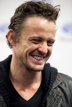 David Lyons (his beautiful smile gives me life) Revolution Tv Show, David Lyons, Fred Rogers, Take My Breath, He's Beautiful, Best Shows Ever, Celebrity Crush, Tv Shows, Handsome