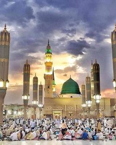 An amazing view of Masjid An-Nabawi Mecca Masjid, Masjid Al Haram, Al Masjid An Nabawi, Islamic Images, Islamic Pictures, Islamic Art, Ramadan, Islamic Posters, Islamic Quotes