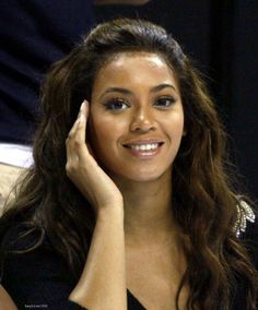 Beyonce-mascara lip gloss concealer, I love how natural she looks here