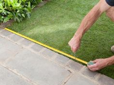 Adding some shape to your lawn or garden is a simple process that can make a big difference in the appearance of the groundcover. Use these step-by-step tips to add eye-catching details to your outdoor space. Sod Installation, Pergola Pictures, Lawn Sprinklers, How To Measure Yourself, My Secret Garden, Garden Spaces, Drought Tolerant, Lawn Care, Small Gardens