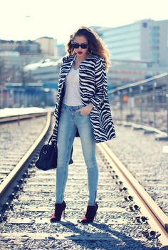 15 Winter-Outfits mit Zebra-Print - Style X Trendy Outfits, Winter Outfits, Fashion Outfits, Zebra Print Clothes, Animal Print Outfits, Sophisticated Outfits, Fashion Blogger Style, Fashion Bloggers, Weekend Wear
