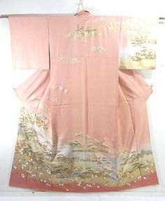 This is a graceful Houmongi Kimono with a design of boat and flowers such as 'ume'(Japanese plum), 'matsu'(pine tree) and 'tachibana'(Japanese green citrus), which is dyed