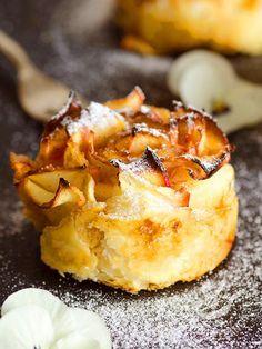 Dolcetti curly apples - I Dolcetti di mele ricce sono un dessert molto delicato e raffinato, che unisce la freschezza della confettura di albicocche alla bontà delle mele rosse! #dolcettidimele