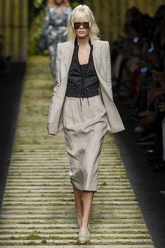 Max Mara Spring 2017 Ready-to-Wear Collection Photos - Vogue