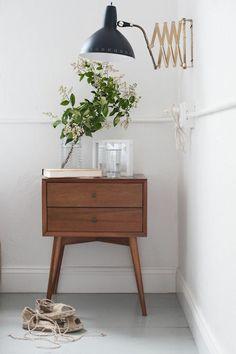 schöne-zimmerpflanzen-bilder-holz-kommode-vintage-möbel.jpg 600×901 pixels