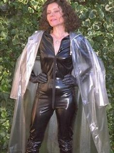 Blue Raincoat, Pvc Raincoat, Plastic Raincoat, Plastic Pants, Rubber Catsuit, Raincoats For Women, Sexy Older Women, Latex Fashion, Cosplay Outfits