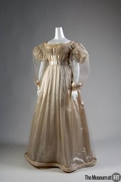 1830 Evening dress belonged to Empress Alexandra Feodorovna, wife of Emperor Nicholas I cream silk satin, tulle, and chiffon (Museum at the Fashion Institute of Technology) 1800s Fashion, 19th Century Fashion, Victorian Fashion, Vintage Fashion, Victorian Era, Fashion Goth, Antique Clothing, Historical Clothing, Historical Dress