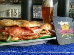 Bel tempo...GRANDE PANINO!!! Crudo Toscano IGP Montasio DOP Selezione Guffanti Pomodorini freschi Origano salentino Rucoletta Bio Abbiniamoci una STRAORDINARIA Gose di Banhof e il gioco è fatto!!! #sogood #roma #aventino #circomassimo #craftbeer #gourmetfood #settimanadellabirra #sandwich #panino #yummy #prosciuttocrudo #montasio #delicious #food #foodie #foodporn