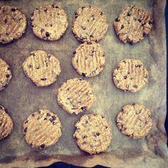 Petit biscuit petit épeautre, graine de sésame, graine de lin et purée d'amande