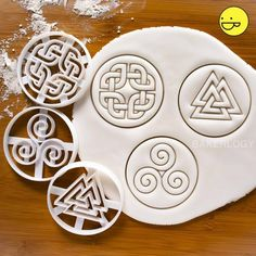 Celtic Shield Knot cookie cutter Bakerlogy biscuit cutters PROMO Set: Get ALL 3 Cookie Dough, Cookie Cutters, Celtic Shield Knot, Cookie Wedding Favors, Owl Cookies, Nordic Runes, Celtic Symbols, Irish Recipes, Cooking Gadgets