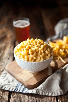 The blue box has nothing on this creaminess - crockpot beer mac and cheese Beer Recipes, Cheese Recipes, Slow Cooker Recipes, Crockpot Recipes, Cooking Recipes, Slow Cooking, Pizza Recipes, Drink Recipes, Recipes