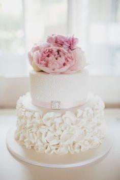 Sunny Girl Cakes: Wedding cakes with Fresh Flowers