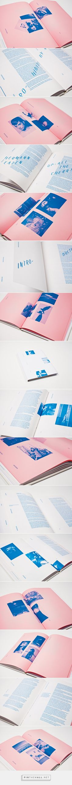 Dream Psychology – Dylan McDonough – Pin's Page Book Design Layout, Print Layout, Graphic Design Layouts, Graphic Design Inspiration, Color Inspiration, Bts Design Graphique, Mises En Page Design Graphique, Editorial Design, Editorial Layout